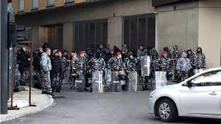 مواجهات بين المحتجين وقوى الأمن أمام البرلمان في لبنان