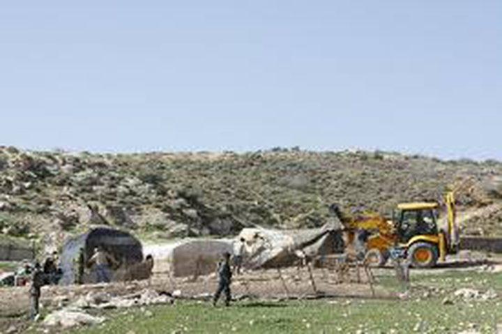 اخطارات بوقف البناء في أربع منشآت في الأغوار الشمالية