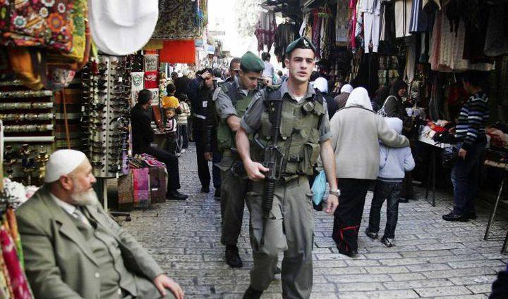 سلطات الاحتلال تحرر مخالفات وتستولي على بضائع في القدس