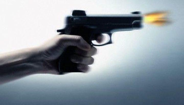 شاب يقتل اثنين من أبناء عمومته