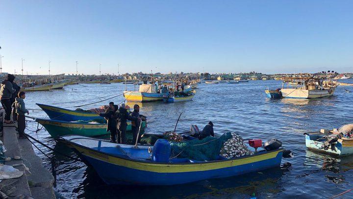 الاحتلال يقرر السماح للصيادين بالإبحار ميلاً في غز ة