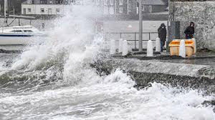 """اضطرابات في حركة النقل في بريطانيا جراء العاصفة """"دينيس"""""""