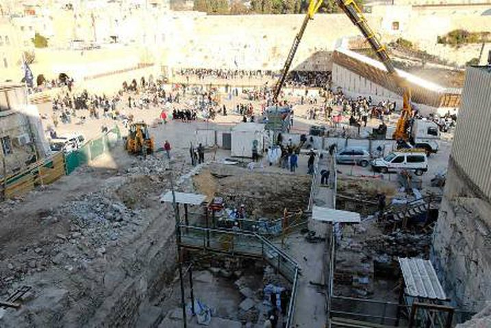 أبو دياب: الإحتلال يسعى لتفريغ القدس ويتجاهل القوانين الدولية