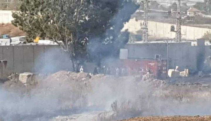 إصابات بالاختناق خلال مواجهات مع الاحتلال قرب حاجز الطيبة