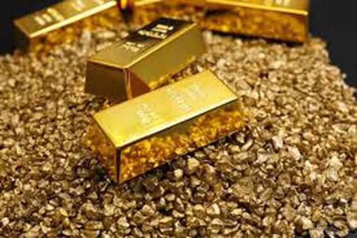 الذهب يتماسك فوق 1600 دولار