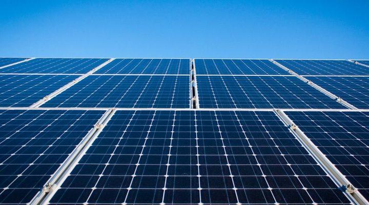 شركة تسلا تقرر طرح ألواح الطاقة الشمسية خلال هذا العام