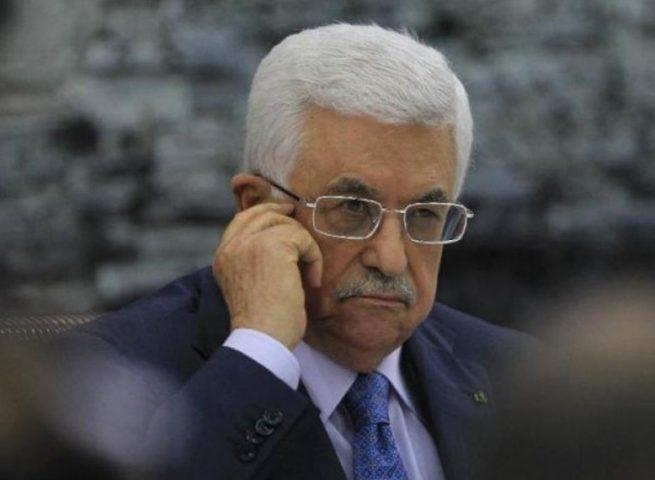 الرئيس عباس يهاتف والد الفتى زكارنة معزيا بوفاته