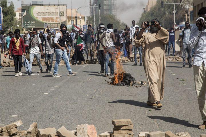 إصابات خلال مواجهات بين المحتجين وقوات الأمن في السودان