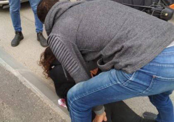قوات الاحتلال تعتقل شابة قرب بلدة جبل المكبر بالقدس