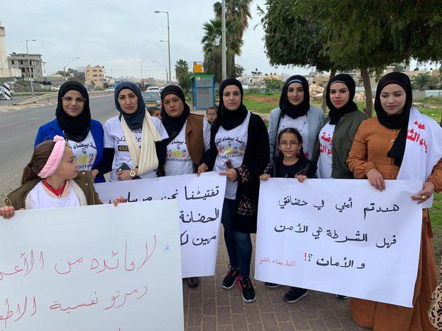 وقفة احتجاجية عقب اقتحام شرطة الاحتلال روضة اطفال بقلنسوة