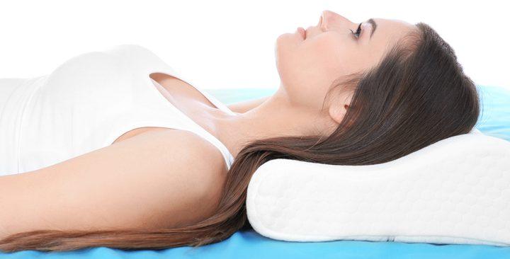 ما هي الفوائد الصحية للنوم على الظهر ؟