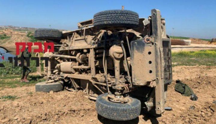 إصابة 4 جنود اسرائيليين في انقلاب حافلة شمال القطاع