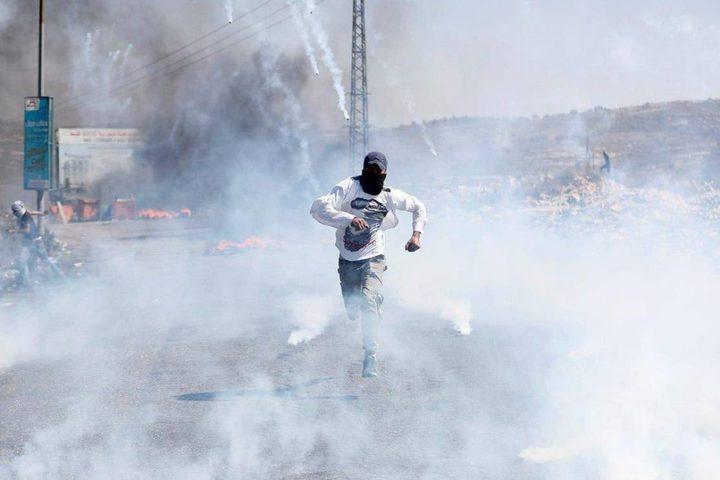 اصابات بالاختناق خلال مواجهات مع الاحتلال في بلدة بيت أمر