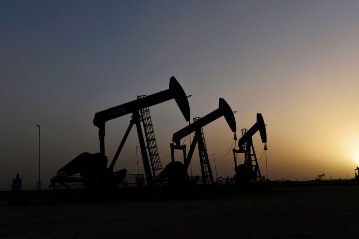 أسعار النفط تتجه صوب أكبر انخفاض أسبوعي