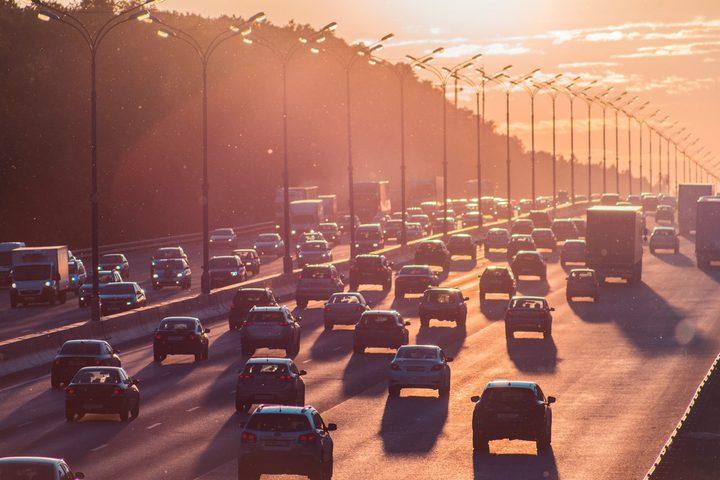 دراسة تكشف الرابط بين نوع السيارة وعدد المخالفات المرورية