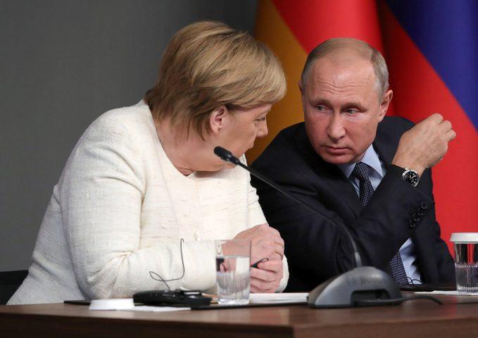 بوتين وميركل يبحثان أزمة إدلب