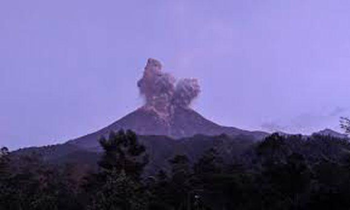 ثوران بركان على جزيرة جاوة الإندونيسية