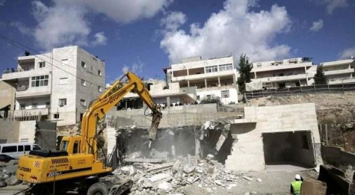 الاحتلال يهدم منزلا شمال شرق القدس