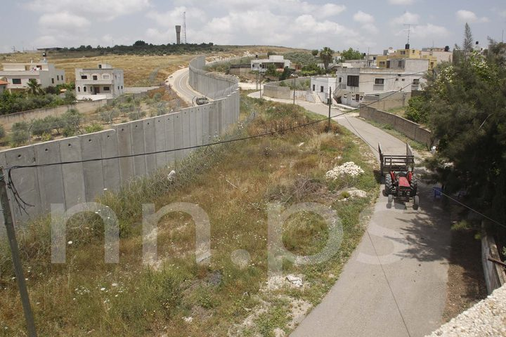 جدار الفصل العنصري المقام على اراضي قرية نزلة عيسى قضاء طولكرم