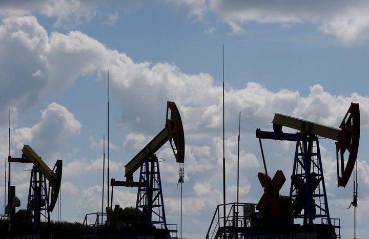 النفط يهبط لشكوك حيال الطلب