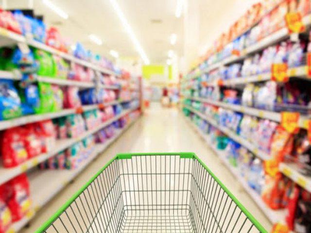"""""""الاقتصاد"""" تدعو المواطنين إلى تجنب المبالغة بشراء السلع الغذائية"""