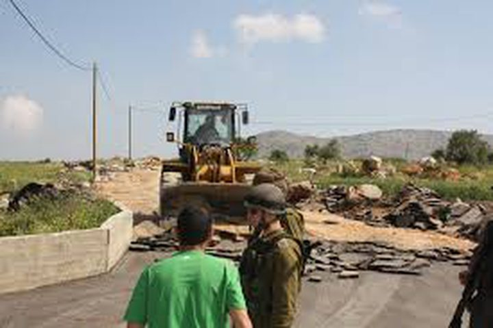 قوات الاحتلال تستولي على حفارين جنوب الخليل
