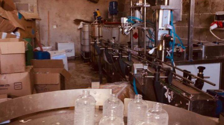 إغلاق منشأة صناعية غير قانونية لإنتاج معقم يدوي في القدس