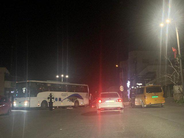 الأمن يمنع حافلات من نقل مدعوين لحفل زفاف في طولكرم بسبب كورونا