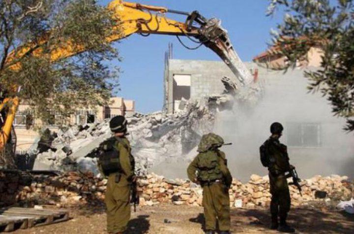 """الاحتلال يهدم ثلاثة """"بركسات"""" في دوما جنوب نابلس"""
