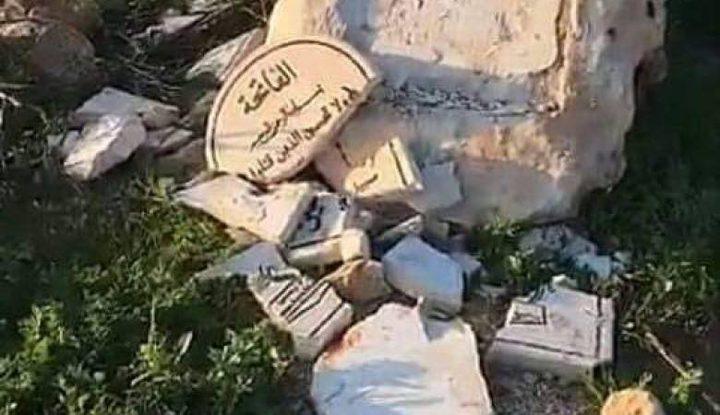 مستوطنون يحطمون النصب التذكاري للشهيد زياد أبو عين