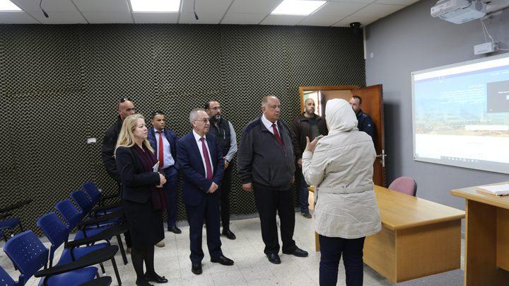 أبو مويس يزور جامعة النجاح للاطلاع على آلية التعليم الالكتروني
