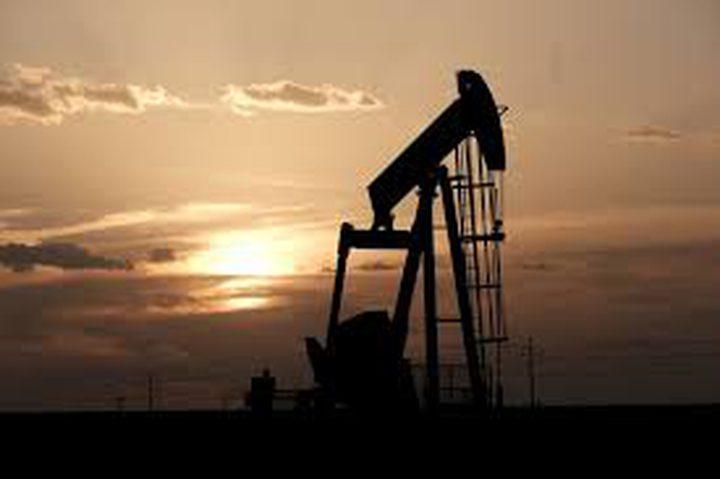النفط يتراجع 4% بسبب وباء كورونا