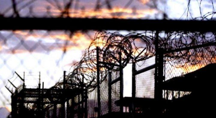 سجون الاحتلال تواصل عزل أربعة أسرى