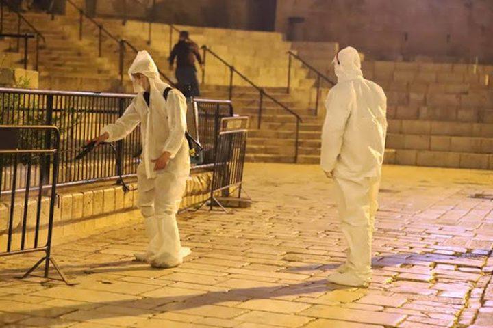 الاحتلال يعتقل 12 شابا قاموا بتعقيم شوارع وأحياء ومرافق القدس