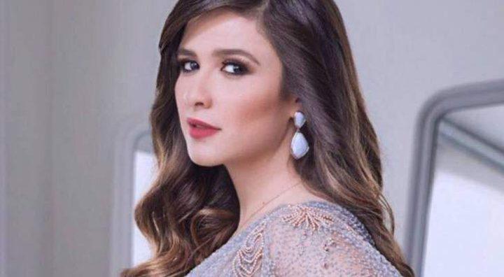 النجمة المصرية ياسمين عبد العزيز تحتفل بميلاد ابنتها