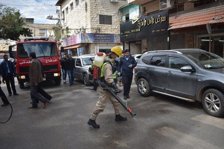 الشرطة تشارك بحملة تعقيم شاملة للمرافق العامة في قلقيلية