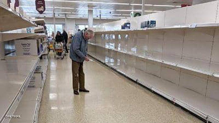صورة تكشف تأثير أنانية المستهلكين في زمن كورونا على المسنين
