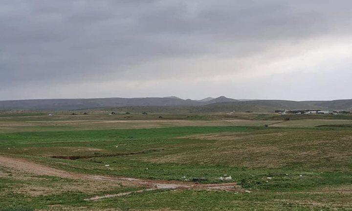 آليات الاحتلال تجرّف أراض في قرية تل عراد