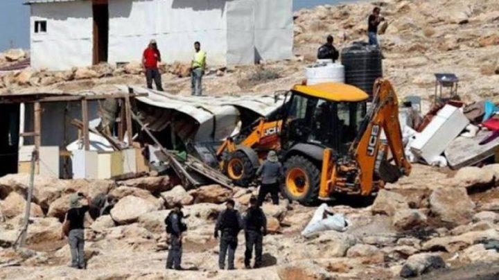 الاحتلال يهدم مسكنين وحظيرة اغنام في السواحرة