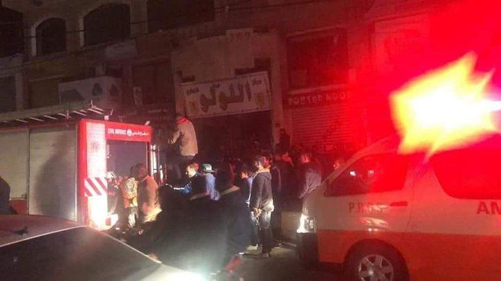 اصابة بالاختناق وأضرار بالغة جراء حريق داخل مجمع تجاري وسط غزة