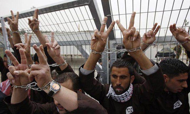 الاحتلال يقرر الافراج عن مئات السجناء ويتجاهل الأسرى الفلسطينيين
