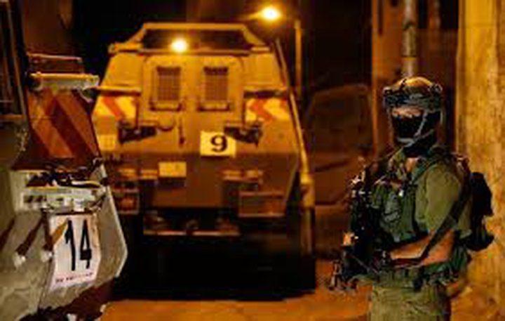 قوات الاحتلال تعتقل ثلاثة مواطنين من قلقيلية