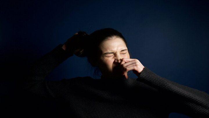 دراسة تكشف أن العطاس ليس من الأعراض الشائعة لـCOVID-19