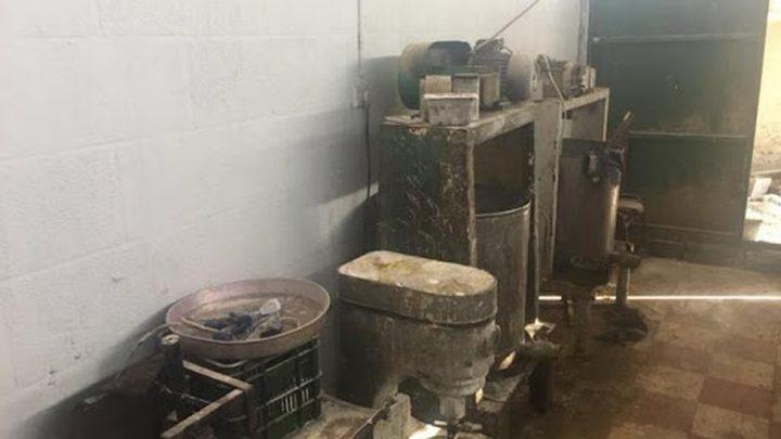 إغلاق معمللإنتاج الألبان في طولكرم