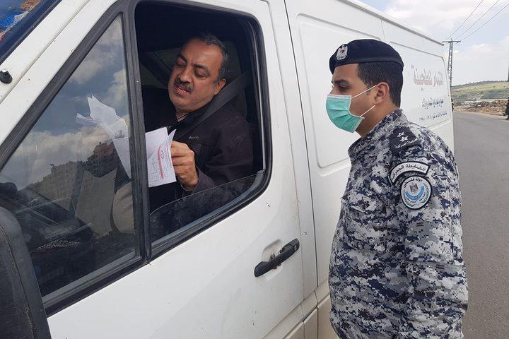 اجراءات مشددة من قبل الشرطة بنابلس لمواجهة فيروس كورونا