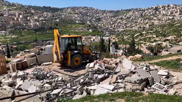 الاحتلال يهدم مسكناويستولي على معدات وخلايا شمسية شمال طوباس