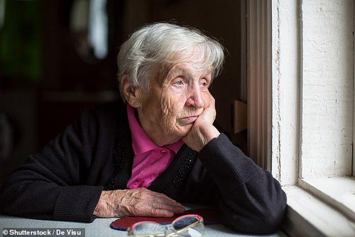 """دراسة: فيروس كورونا يعزز فرص إصابة كبار السن بـ""""وباء الوحدة"""""""
