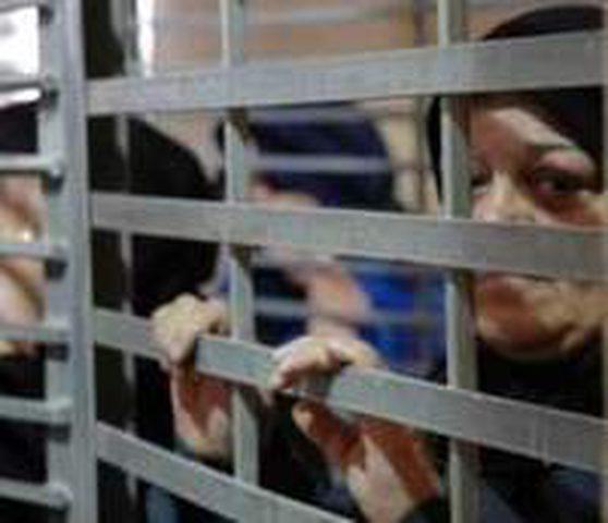 ادارة معتقلات الاحتلال تسمح لفئة من الاسرى بالاتصال بعائلاتهم