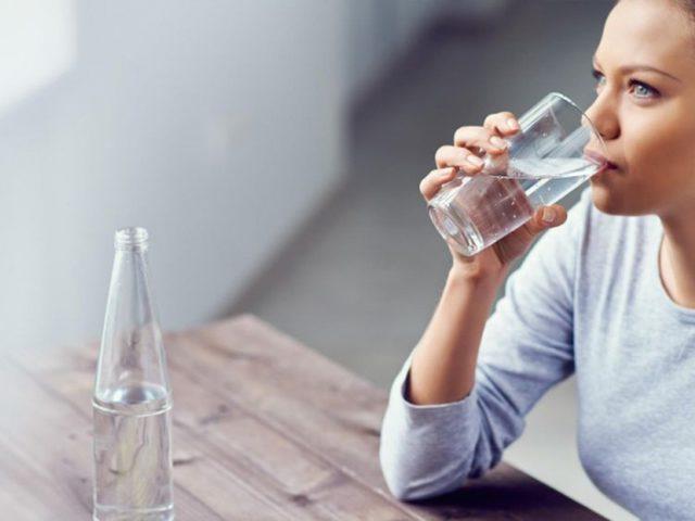 """الأمم المتحدة تحذر من """"علاج الكورونا بالماء والمشروبات الساخنة"""""""
