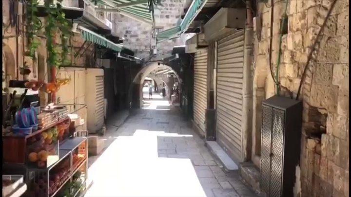 إغلاق 14محلا ومنشأة تجارية لعدم التزامهم بحالة الطوارئ في قلقيلة